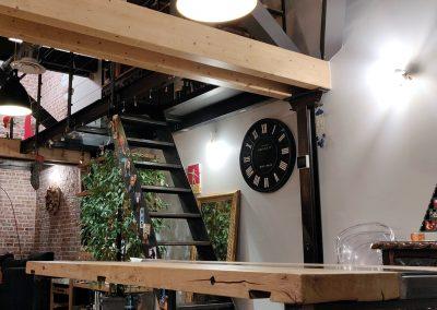 Biblioothèque, mezzanine et escalier, table - Pierre Yves et Laure